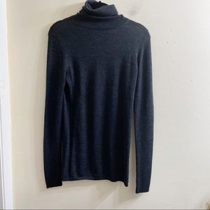 Theory gray wool turtle neck sweater large